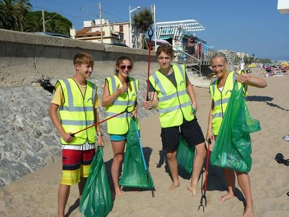 GreenSeas Trust volunteers clean up Cannes beach. Photo: Facebook GreenSeas Trust