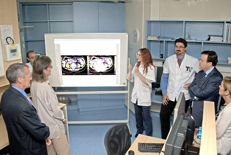 Dr Cécile Ortholan presenting a new radiotherapy technique at the CHPG in September 2012. L-R: Patrick Bini, Director of the CHPG; S.A.R. the Princess of Hanover; Dr Cécile Ortholan, Director of the Radiotherapy Service; Benjamin Cerrano, Radiophysicist; Stéphane Valeri, Government Advisor for Health and Social Affairs; Dr Béatrice Brych, President of the GEMLUC. Photo: gouv.mc