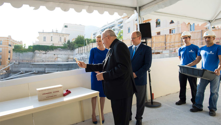 HSH Prince Albert II with Princess Charlene and the Archbishop of Monaco, Msgr Barsi. Photo: G. Luci/Palais Princier