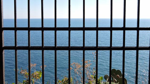 prisonbars (1)