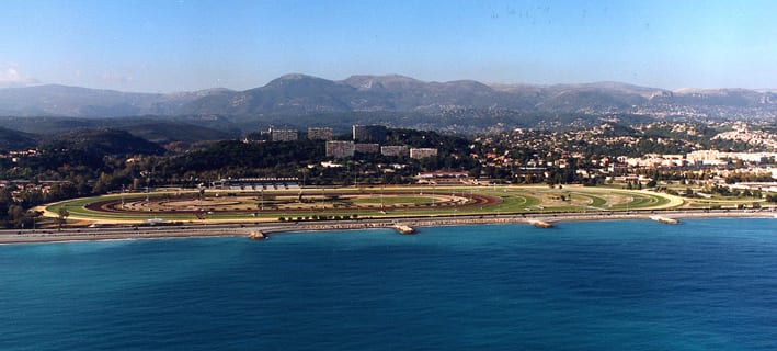 The Hippodrome de la Côte d'Azur racecourse is located in Cagnes-sur-Mer, about 13 km from Nice's city centre.