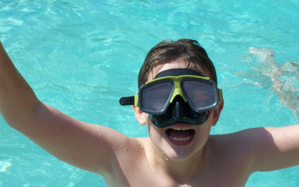 swimming-976384_1280