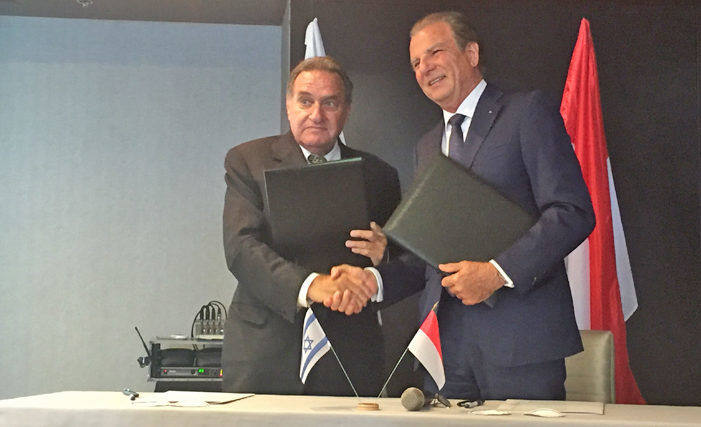 Photo: Arie Zief, Vice-President of the Federation of Chambers of Commerce of Israel and Michel Dotta, President of the Monaco Economic Board, sign cooperation agreement between the two organisations.