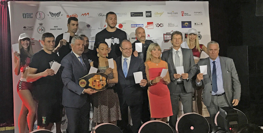 At Monte-Carlo Fighting Trophy, panel flash White Card as part of Peace and Sport campaign