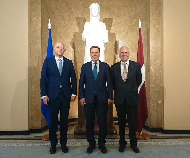 Pr Franco Borruto with Latvian Prime Minister Maris Kucinski and Monaco Consul in Riga, Maris Grudulis Photo: DR