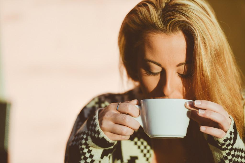 womandrinkingcoffee