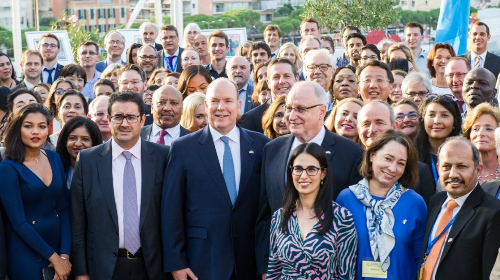Ambassadors and representatives from 36 Member States, together with IAEA senior officials and Prince Albert II of Monaco (middle), at the IAEA Environment Laboratories. (Photo: Axel Bastello / Palais Princier)