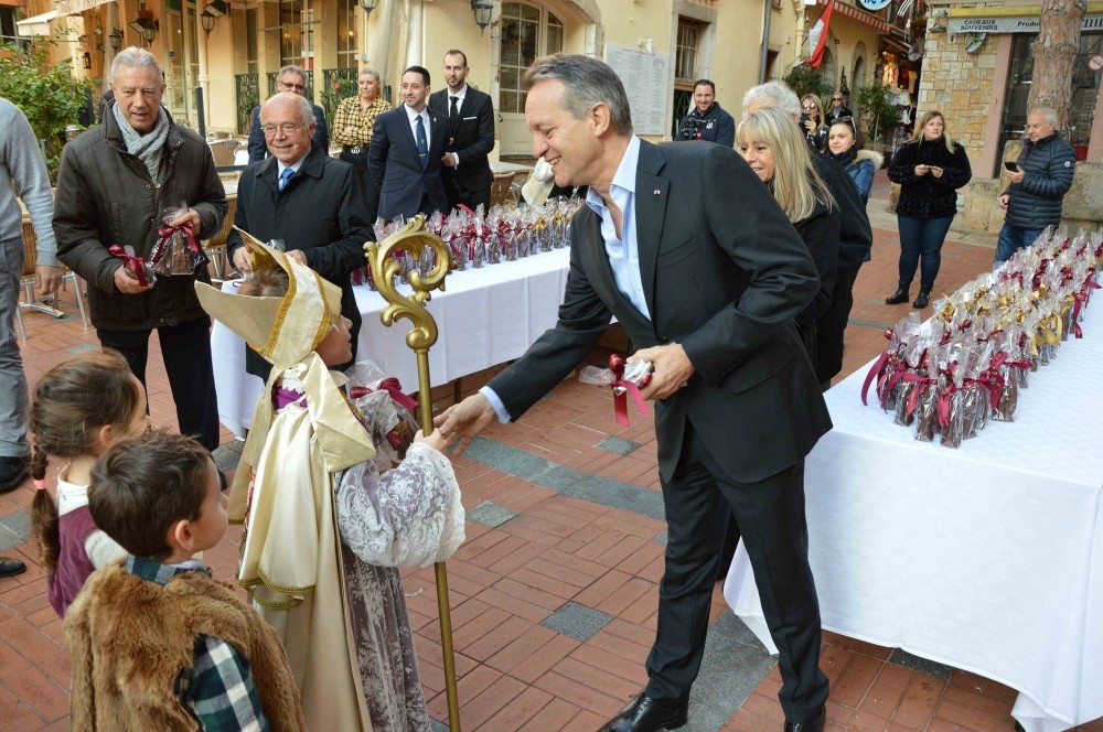 Children receive Saint Nicholas chocolates