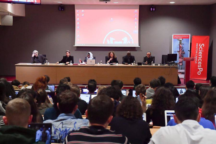 Round Table at the Sciences Po Middle East-Mediterranean Campus in Menton as part of the Winter School organized by the Directorate for International Cooperation © Directorate of Communication / Michael Alesi