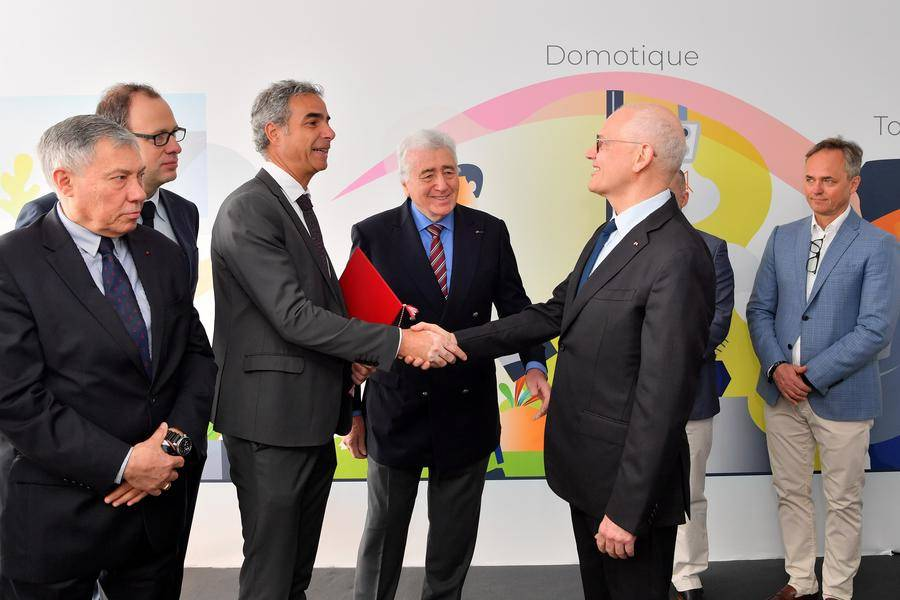 1-Remise Letter of Intent Government Monaco F-Secure Telecom - Martin Peronnet, Director General of Monaco Telecom on the left and Serge Telle, Minister of State on the right. © Directorate of Communication / Manuel Vitali
